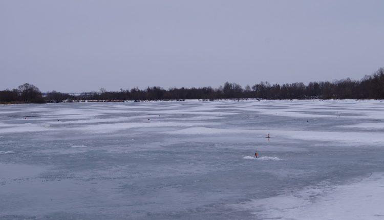 Ловля щуки на жерлицы зимой, расставленные на водоеме жерлицы