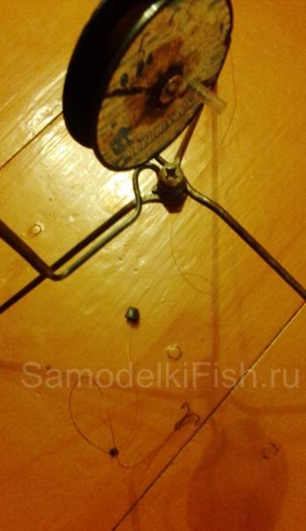 Верхнее расположение катушки на треноге жерлицы