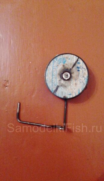 Катушка для зимней жерлицы из старой лесочной катушки